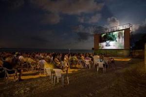 cine junto al mar-300