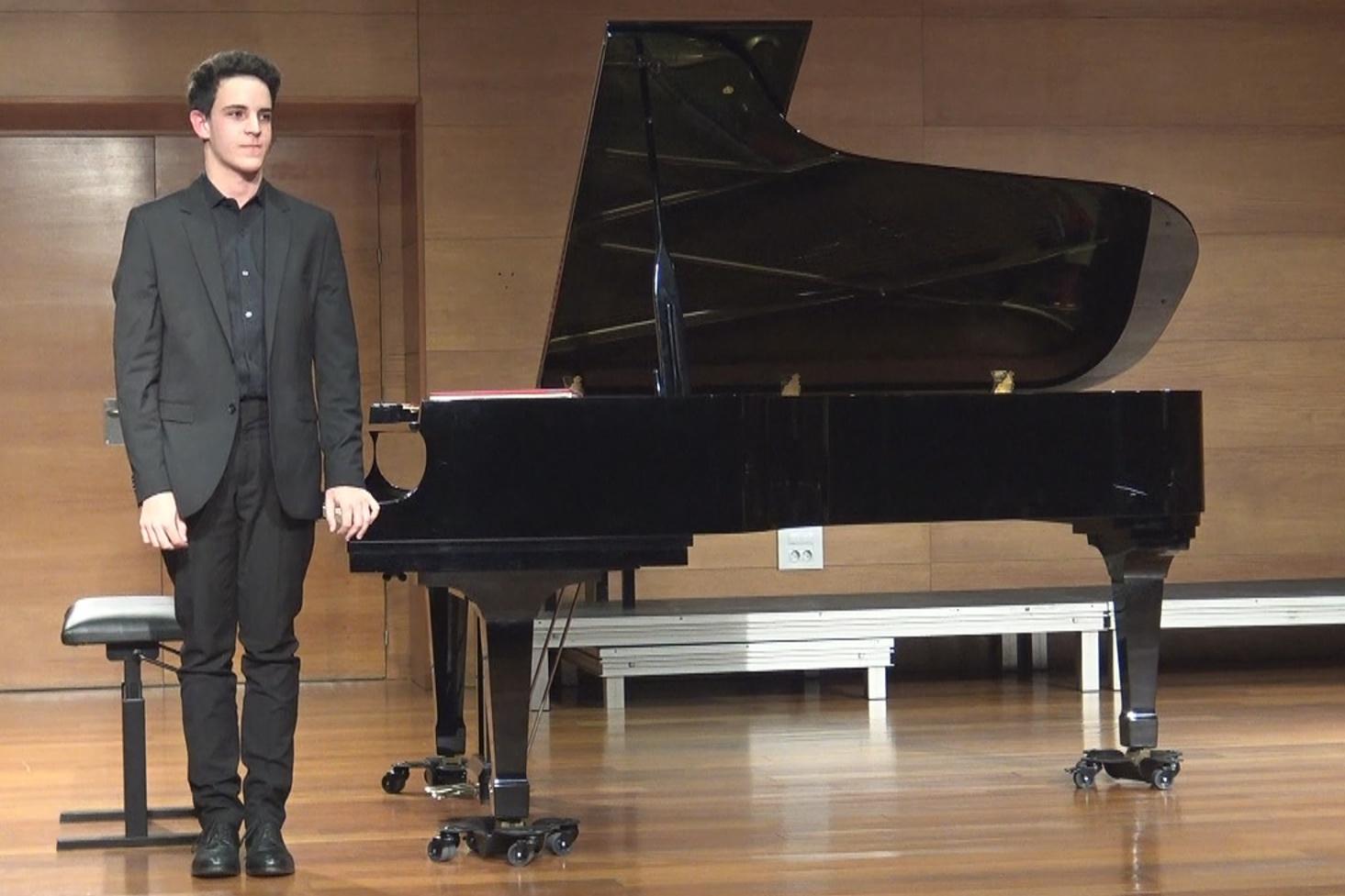 Concierto Pro-Música con el pianista Adrián Ferrer