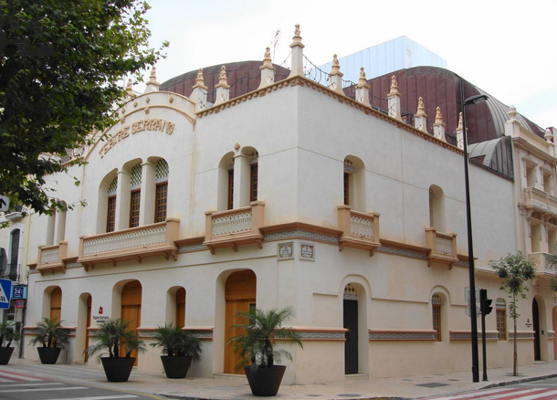 El Ayuntamiento de Gandia recupera la gestión del Teatre Serrano