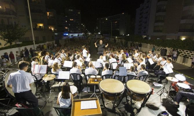 UNA MAR DE MÚSIQUES: Concierto de la banda Associació Centre Musical Beniopa